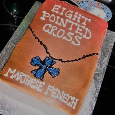 Cake decorated like the cover of book